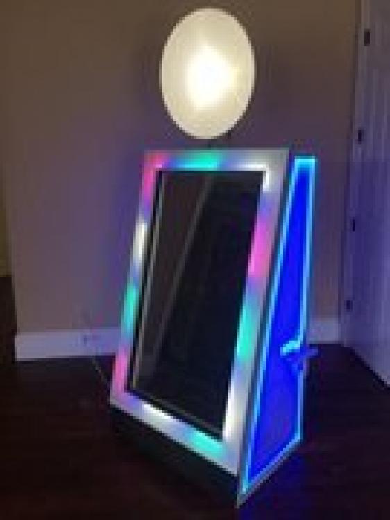 Beauty Mirror, Bouncing On Air LLC | Buffalo, New York